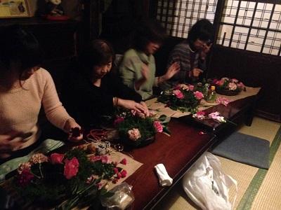 年末のお忙しい土曜日の夕方、13人の方が参加してくださいました。