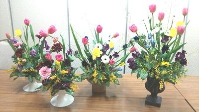 先生のお庭に咲いていたパンジーもプラスして華やかな春のお庭が完成しました。